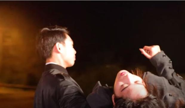 Nam Em xém ngất ngay trên thảm đỏ, bước loạng choạng phải nhờ trợ lý giúp đỡ khiến netizen lo lắng - Ảnh 8.