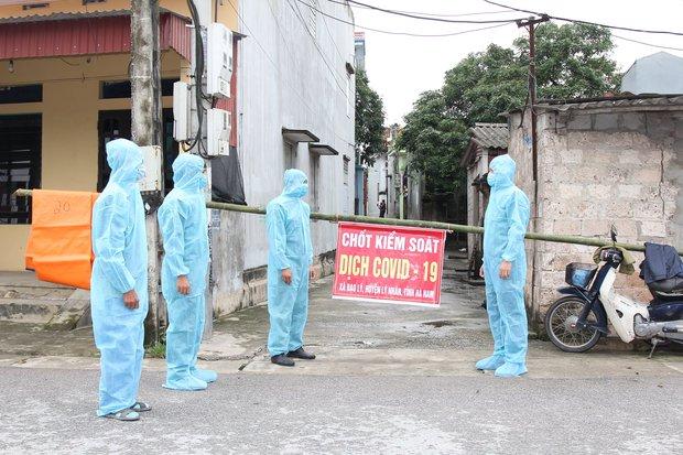 Hà Nam: Phong tỏa một thôn sau 4 ca dương tính mới; dừng toàn bộ lễ hội, hoạt động tụ tập đông người từ 18h tối 29/4 - Ảnh 1.