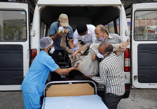 Ngày chết chóc của Ấn Độ: Số ca nhiễm và tử vong tiếp tục lập kỷ lục thế giới, người đào huyệt làm việc ngày đêm không đủ - Ảnh 4.