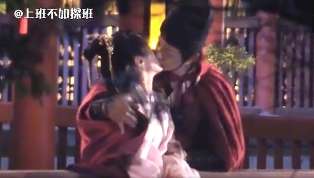 Viên Băng Nghiên lại quay cảnh hôn 7749 lần mới xong, dân tình sợ cảnh nóng bị cắt thảm như đợt Lưu Ly - Ảnh 3.