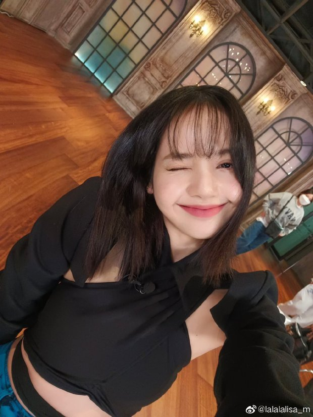 Khoe ảnh hất gọn tóc mái 10 tỷ, vì sao Lisa (BLACKPINK) lại bị netizen xứ Trung chê bai? - Ảnh 5.