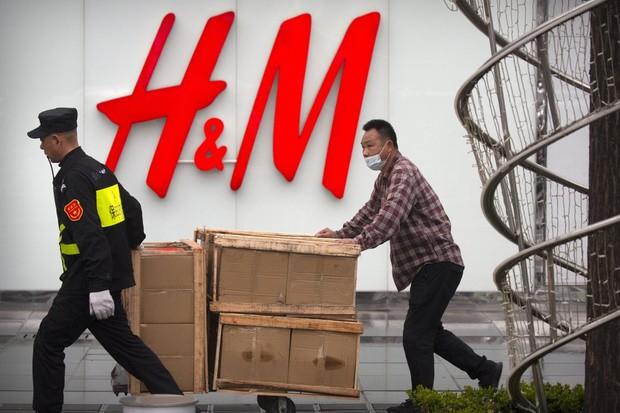 Thực hư vụ H&M chấp nhận đăng bản đồ có đường lưỡi bò phi pháp theo yêu cầu của Trung Quốc - Ảnh 1.