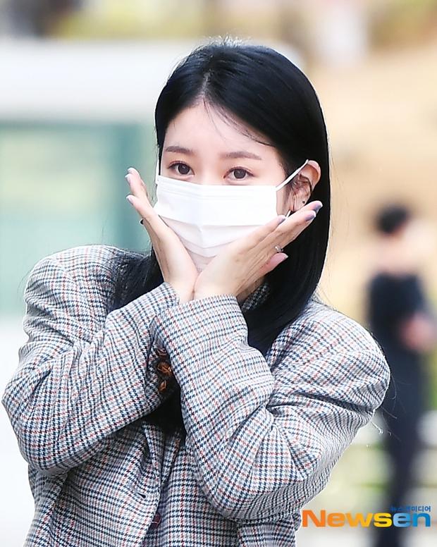 Dàn sao Hàn đi làm mà như sàn diễn: Park Bom chân thon bất ngờ, Soyeon (G)I-DLE bơ phờ sau phốt của Soojin - Ảnh 12.