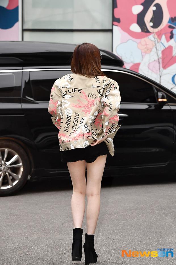 Dàn sao Hàn đi làm mà như sàn diễn: Park Bom chân thon bất ngờ, Soyeon (G)I-DLE bơ phờ sau phốt của Soojin - Ảnh 5.