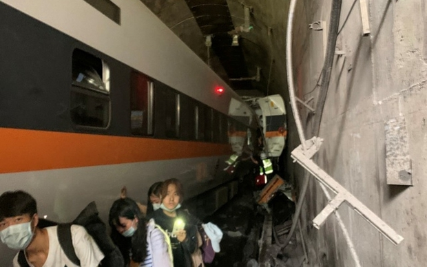 Tai nạn tàu hỏa ở Đài Loan: 51 người thiệt mạng, con số thương vong có thể còn tăng - Ảnh 1.