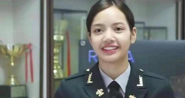 Khoe ảnh hất gọn tóc mái 10 tỷ, vì sao Lisa (BLACKPINK) lại bị netizen xứ Trung chê bai? - Ảnh 8.