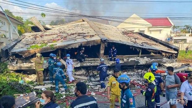 Căn hộ cao cấp ở Bangkok đổ sập làm 4 người chết - Ảnh 1.