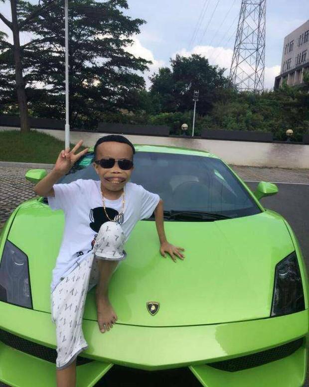 Từ một người nổi tiếng, có triệu người hâm mộ, giờ đây chàng trai xấu lạ và giàu có nhất làng streamer xứ Trung bị netizen hắt hủi không thương tiếc - Ảnh 3.