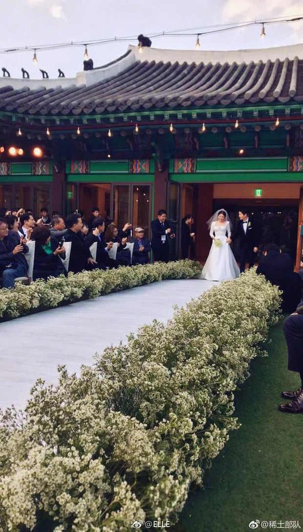 Song Joong Ki và Lee Kwang Soo lên đồ bảnh bao đi dự hôn lễ bạn, ai dè lại ở chính địa điểm cưới vợ cũ Song Hye Kyo - Ảnh 5.