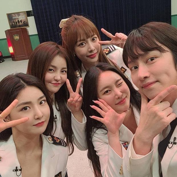 Brave Girls - nhóm nữ lội ngược dòng đỉnh nhất Kpop bất ngờ có thêm thành viên thứ 5, hóa ra là người quen! - Ảnh 4.