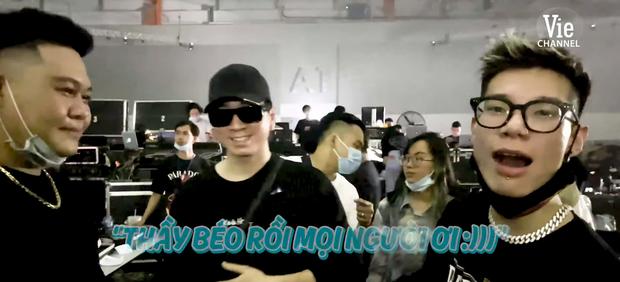 Karik hội ngộ học trò trong buổi tổng duyệt Rap Việt All-Star Concert, MCK - Tlinh không quên phát cẩu lương - Ảnh 1.