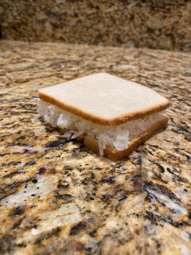 Style sandwich… kẹp cơm gây bão nước ngoài, nhưng ở Việt Nam còn có nhiều kiểu kết hợp đỉnh hơn từ người chơi hệ tinh bột cơ! - Ảnh 1.