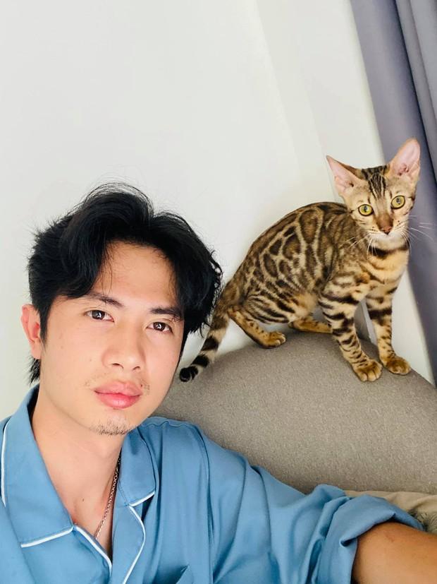 Huỳnh Phương khoe nghỉ lễ chỉ có mình với mèo, bạn gái 2k đăng nhẹ ảnh nắm tay như muốn bóc mẽ - Ảnh 2.