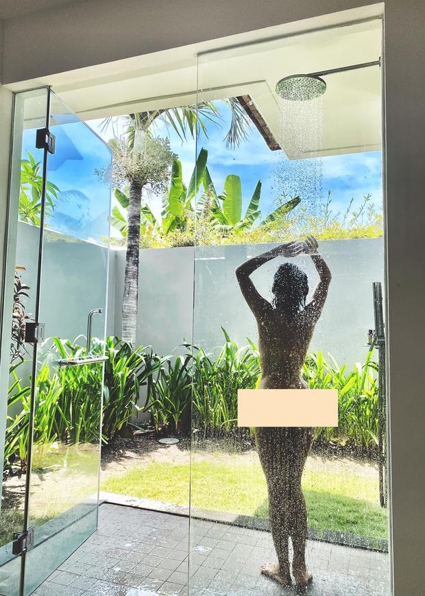 Nữ ca sĩ Việt khoe ảnh nude 100% tắm tiên lên MXH, khiến cả dàn sao Vbiz phải chấn động - Ảnh 2.
