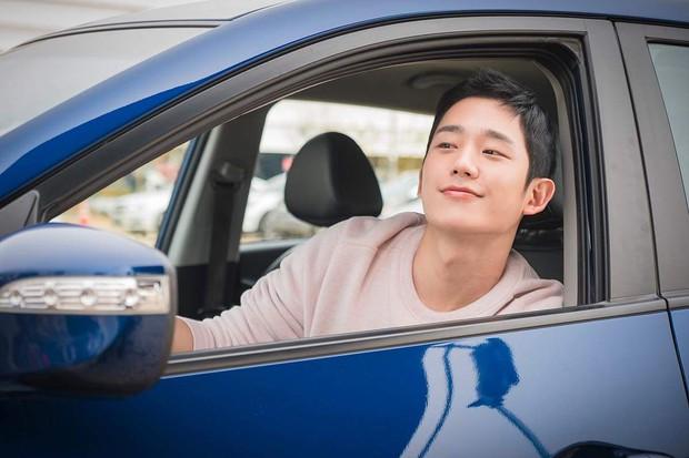 6 nam thần phim Hàn đẹp át vía nữ chính: Song Joong Ki chốt ngay vị trí đầu - Ảnh 14.