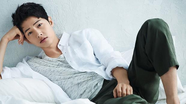 6 nam thần phim Hàn đẹp át vía nữ chính: Song Joong Ki chốt ngay vị trí đầu - Ảnh 1.