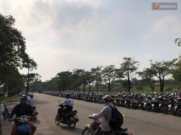 Hà Nội trời đẹp, dân tình đổ về công viên Yên Sở camping và dã ngoại  - Ảnh 2.