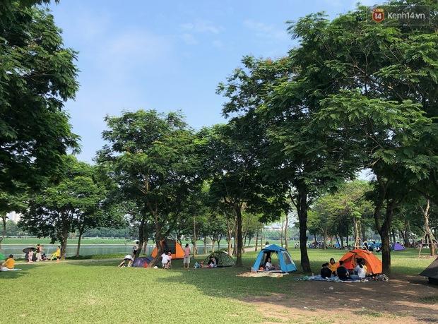 Hà Nội trời đẹp, dân tình đổ về công viên Yên Sở camping và dã ngoại  - Ảnh 3.