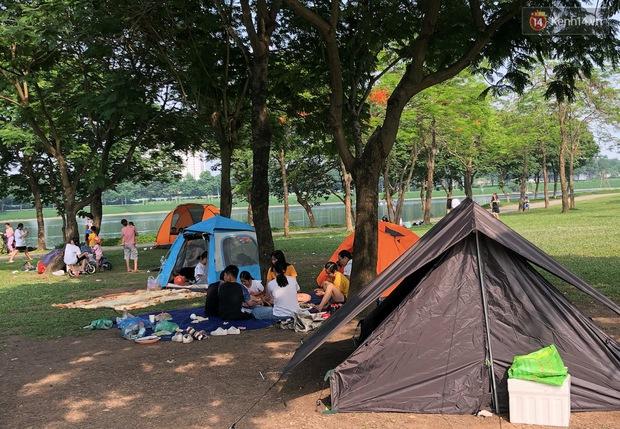 Hà Nội trời đẹp, dân tình đổ về công viên Yên Sở camping và dã ngoại  - Ảnh 8.