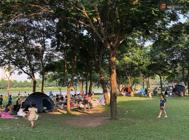 Hà Nội trời đẹp, dân tình đổ về công viên Yên Sở camping và dã ngoại  - Ảnh 5.