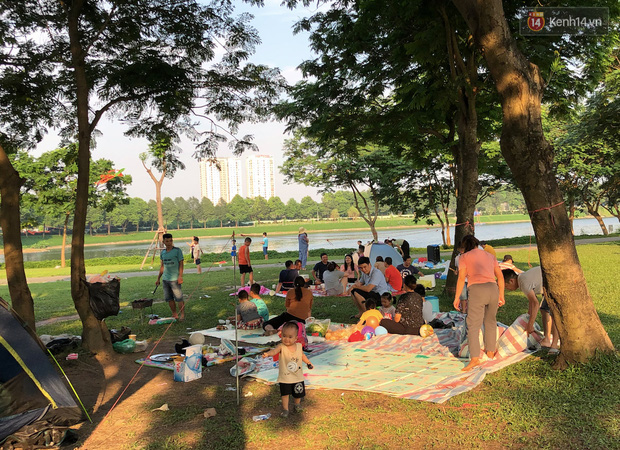 Hà Nội trời đẹp, dân tình đổ về công viên Yên Sở camping và dã ngoại  - Ảnh 4.