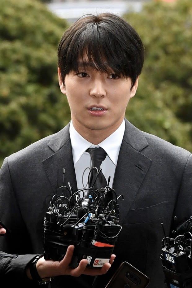 Cựu thành viên F.T. Island bật khóc xin lỗi Seungri trước toà, tình tiết vụ án xã hội đen bị lật ngược, chuyện gì đây? - Ảnh 4.