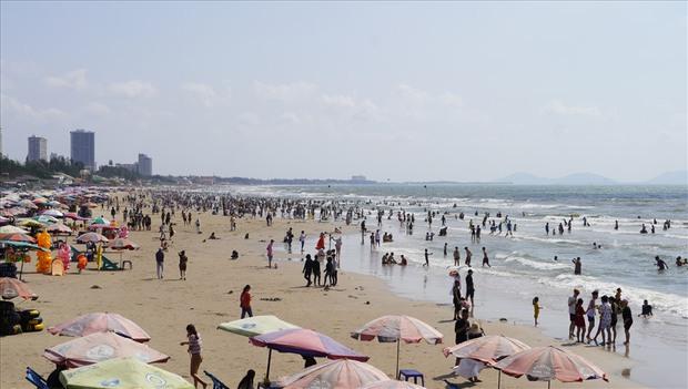 Xôn xao hình ảnh biển người chen nhau ở bãi biển Vũng Tàu dịp nghỉ lễ 30/4 - 1/5 - Ảnh 5.