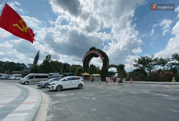 Khác với cảnh kẹt xe kinh hoàng tại cửa ngõ, Đà Lạt vắng vẻ lạ thường trong ngày đầu nghỉ lễ 30/4 - 1/5 - Ảnh 6.