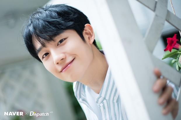 6 nam thần phim Hàn đẹp át vía nữ chính: Song Joong Ki chốt ngay vị trí đầu - Ảnh 13.