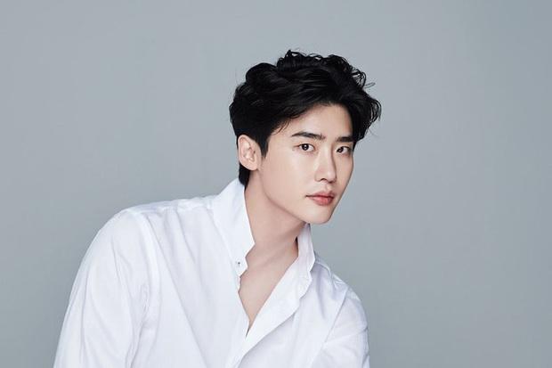 6 nam thần phim Hàn đẹp át vía nữ chính: Song Joong Ki chốt ngay vị trí đầu - Ảnh 17.