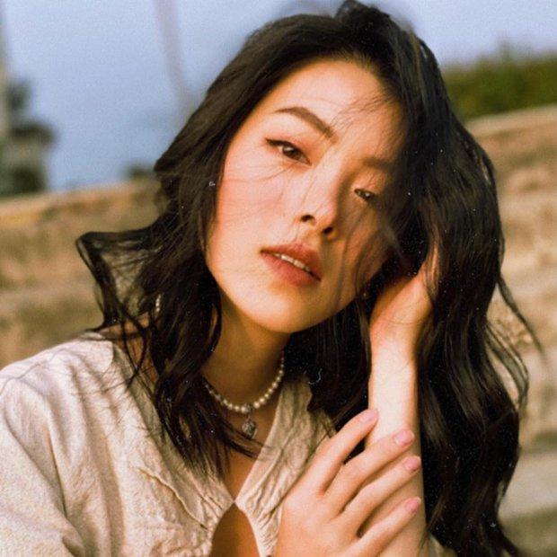 Có một cô gái xuất hiện chớp nhoáng trong MV mới của Sơn Tùng, ai đây nhỉ? - Ảnh 8.