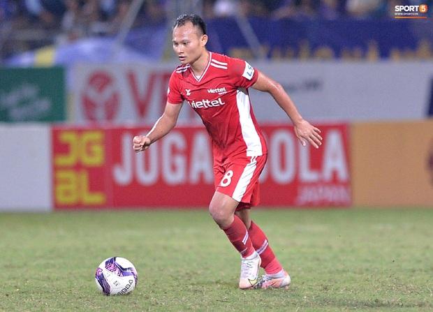 Trọng Hoàng lỡ hẹn với vòng loại World Cup vì rách cơ đùi, HLV Park Hang-seo lo sốt vó - Ảnh 1.
