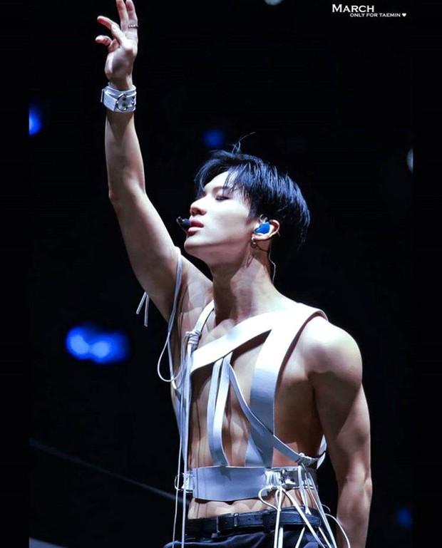 8 thiên tài biểu diễn của Kpop: Đại diện BTS không phải là cỗ máy nhảy Jimin, Jennie từng bị chê thái độ vẫn lọt top - Ảnh 10.