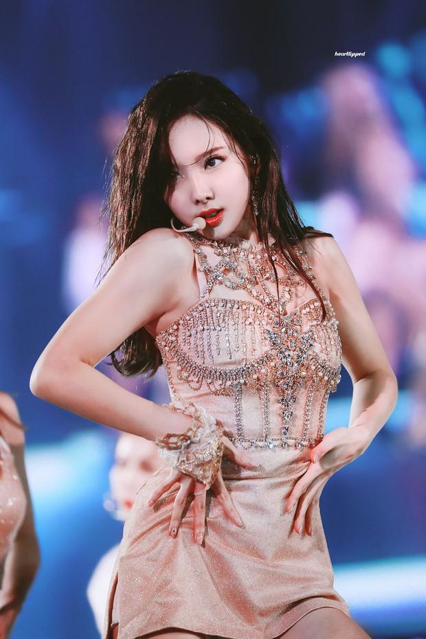 8 thiên tài biểu diễn của Kpop: Đại diện BTS không phải là cỗ máy nhảy Jimin, Jennie từng bị chê thái độ vẫn lọt top - Ảnh 19.