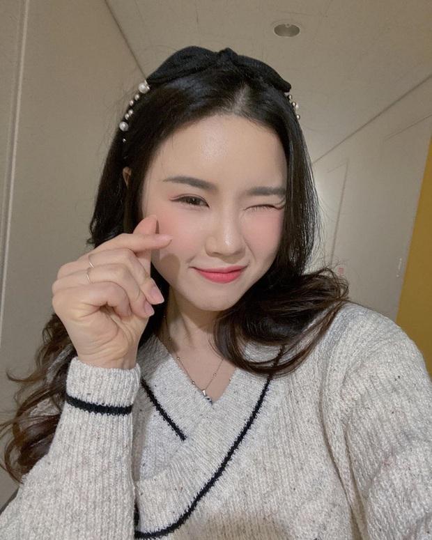 Phụ nữ Hàn gội đầu theo cách này để cải thiện tình trạng tóc dầu bết dính  - Ảnh 16.