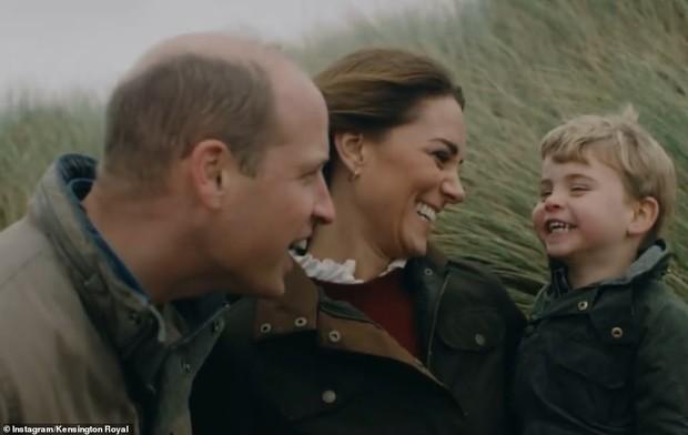 Vợ chồng Công nương Kate chia sẻ đoạn video làm tan chảy trái tim người hâm mộ với loạt khoảnh khắc đời thường vui vẻ bên 3 con - Ảnh 3.
