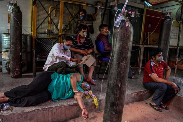 Lời kể ám ảnh của nhà báo Mỹ giữa địa ngục Ấn Độ: Không khí lúc này như thể có độc, ai cũng sợ hít thở, thi thể chất chồng mỗi ngày - Ảnh 4.