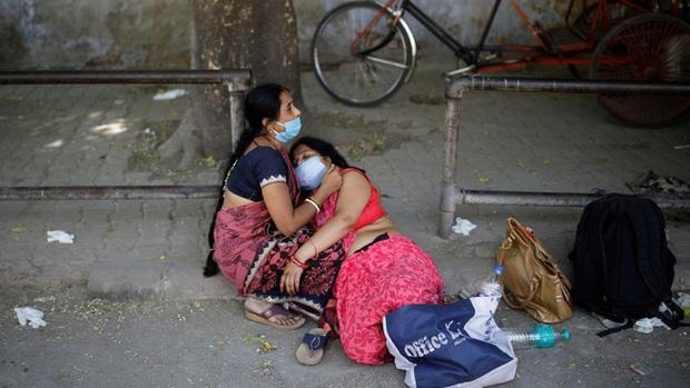 Lời kể ám ảnh của nhà báo Mỹ giữa địa ngục Ấn Độ: Không khí lúc này như thể có độc, ai cũng sợ hít thở, thi thể chất chồng mỗi ngày - Ảnh 5.