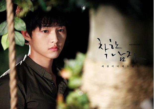 6 nam thần phim Hàn đẹp át vía nữ chính: Song Joong Ki chốt ngay vị trí đầu - Ảnh 3.