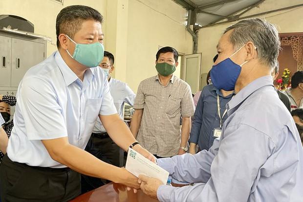 """Phó Chủ tịch UBND TP. Hà Nội: """"Mong gia đình nạn nhân vụ cháy sớm vượt qua những mất mát để ổn định cuộc sống - Ảnh 1."""
