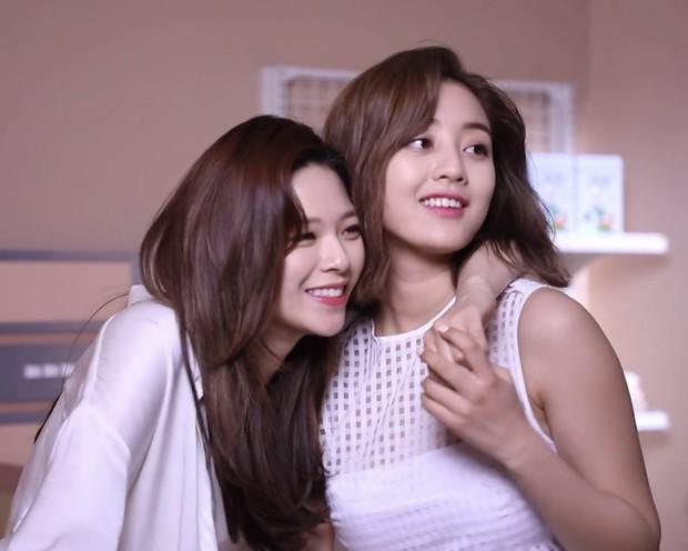 Mật báo Kbiz: Hé lộ list tình cũ của Jisoo (BLACKPINK), Lisa bị nam thần 1m91 phản bội, Kim Woo Bin - Shin Min Ah sắp cưới - Ảnh 12.