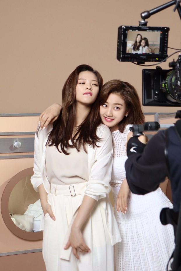 Mật báo Kbiz: Hé lộ list tình cũ của Jisoo (BLACKPINK), Lisa bị nam thần 1m91 phản bội, Kim Woo Bin - Shin Min Ah sắp cưới - Ảnh 13.