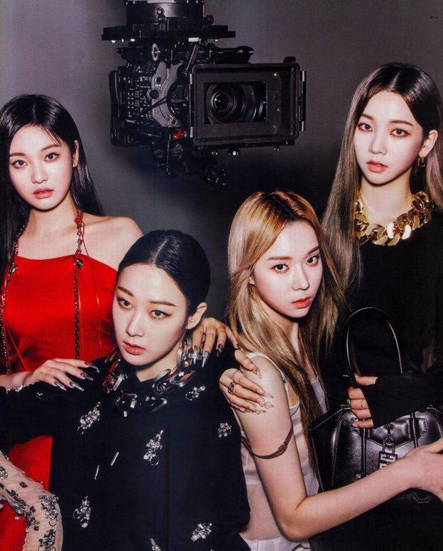 Mật báo Kbiz: Hé lộ list tình cũ của Jisoo (BLACKPINK), Lisa bị nam thần 1m91 phản bội, Kim Woo Bin - Shin Min Ah sắp cưới - Ảnh 2.