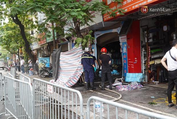 """Phó Chủ tịch UBND TP. Hà Nội: """"Mong gia đình nạn nhân vụ cháy sớm vượt qua những mất mát để ổn định cuộc sống - Ảnh 2."""