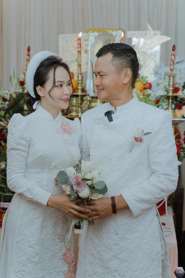 Nữ ca sĩ Việt bỗng gây xôn xao vì hôn lễ với chồng hơn 12 tuổi: Choáng nhất váy cưới giá 1 tỷ đồng đính 80.000 viên pha lê, kim cương - Ảnh 3.