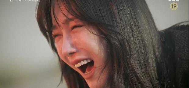 4 điều khiến netizen tức ói máu sau Penthouse 2 tập cuối - Ảnh 2.