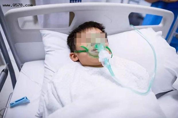 2 vợ chồng bị đau bụng, buồn nôn do nhiễm độc chì, nguyên nhân hóa ra xuất phát từ chiếc ấm thiếc - Ảnh 2.