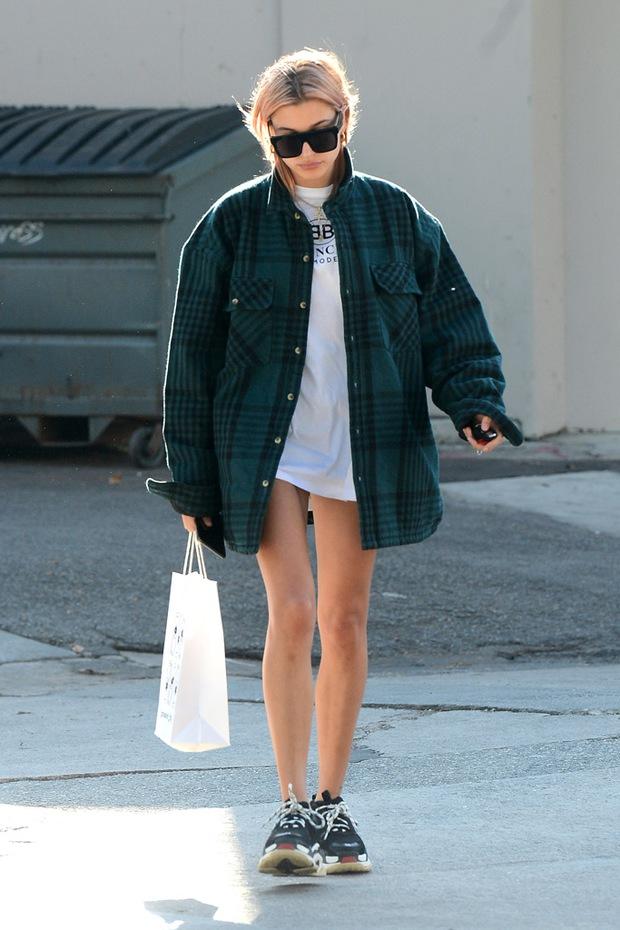Nhìn Ngọc Trinh mặc streetwear kiểu này, dân mạng chắc phải rút ra vô số kinh nghiệm xương máu đây... - Ảnh 6.