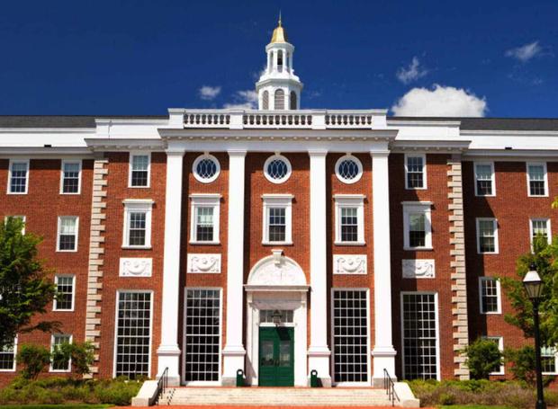 Đại học Harvard vừa có một phát ngôn khiến cộng đồng người gốc Á phẫn nộ, buộc phải lên tiếng xin lỗi - Ảnh 1.