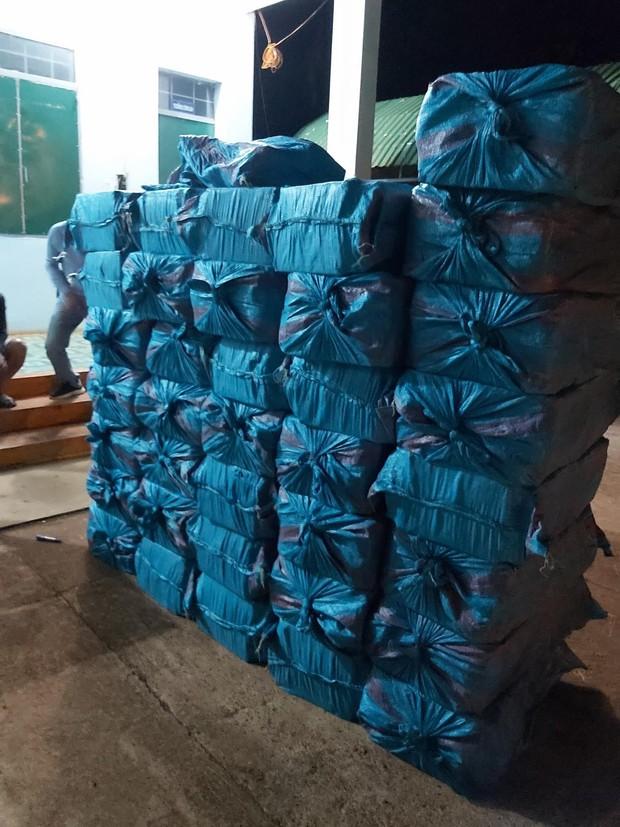 Khởi tố ba đối tượng vận chuyển gần 20.000 gói thuốc lá lậu - Ảnh 1.